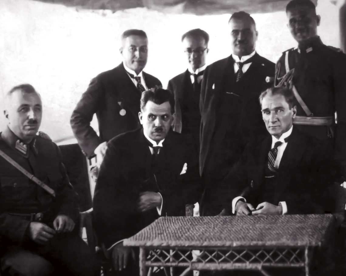 Mustafa Kemal Atatürk, Cevat Abbas Gürer, Kazım Özalp, Kılıç Alı, Rusuhi Ersavaş